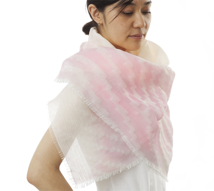 changing-identity-fingerprint-heat-reactive-shawl-pink-06